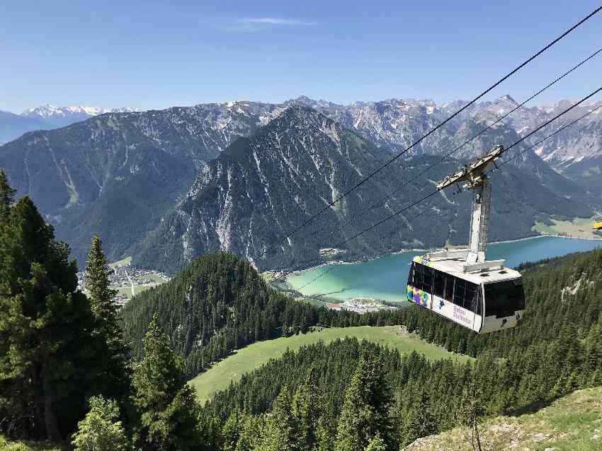 Die Rofanseilbahn mit der Rofan Gondel, dem Achensee und dem Karwendel