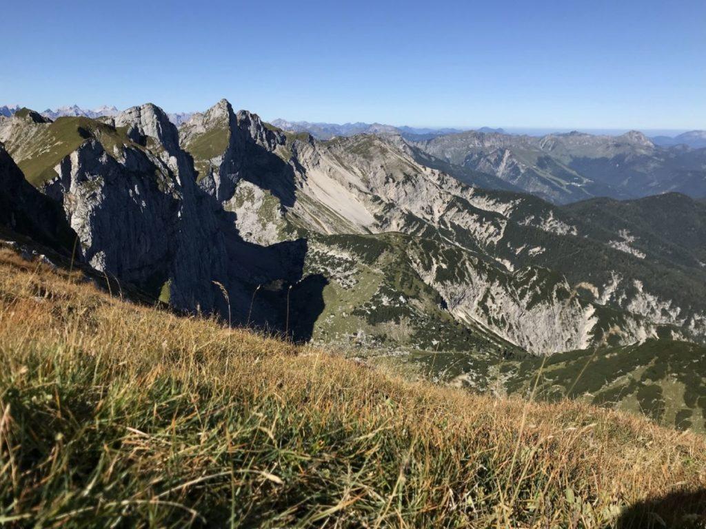 Ausblick über das Rofan - vom Gipfel dieser Wanderung