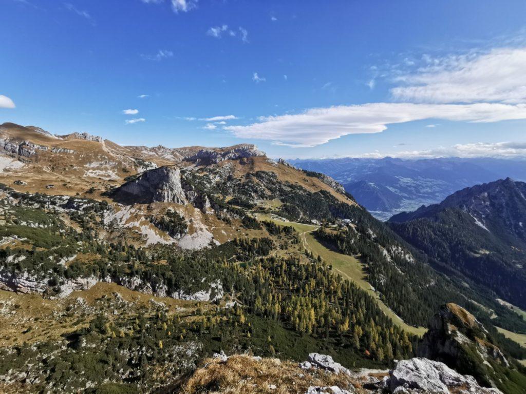Blick auf das Rofan, hinten das Zillertal mit dem Alpenhauptkamm