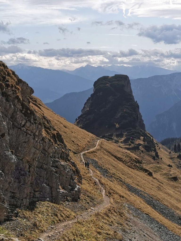 Das ist der Wandersteig vom Gschöllkopf zum Hochiss im Rofan