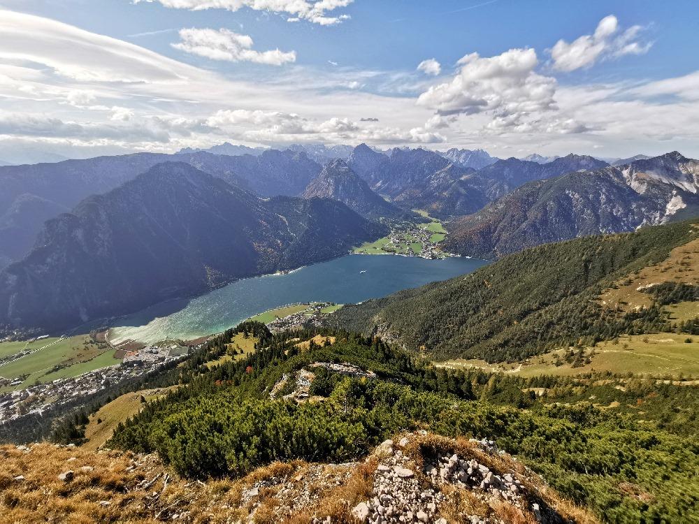 Einer der schönsten Blicke im Rofangebirge: Über den Achensee ins Karwendel