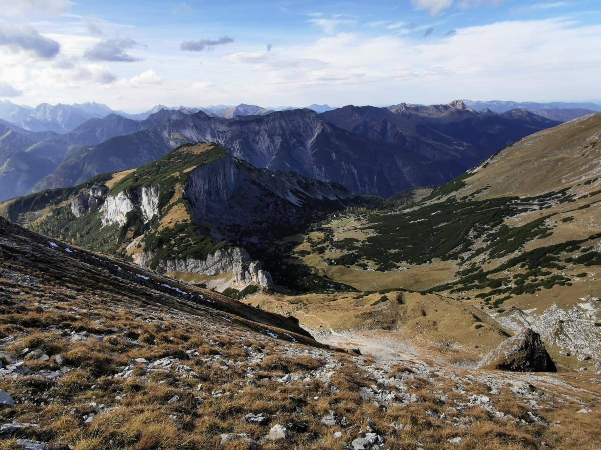 Der Blick über die Bergspitzen vom Rofan ins Karwendel