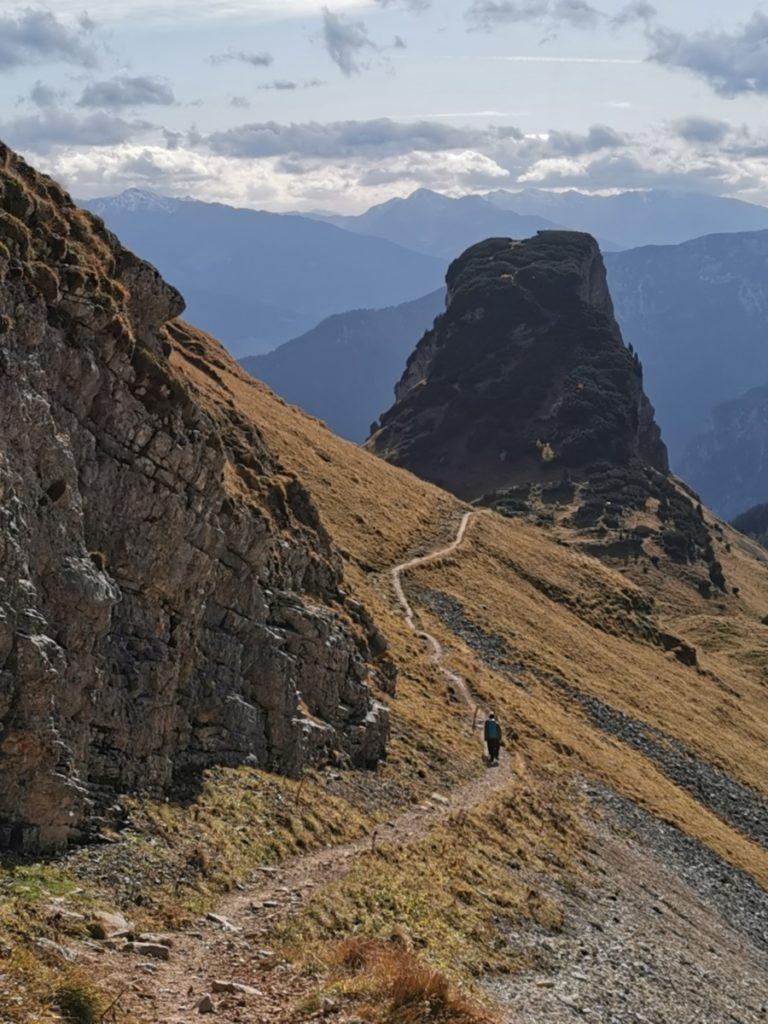 Im Rofan wandern: Der Blick auf den Gschöllkopf, vom Wandersteig Richtung Hochiss gesehen