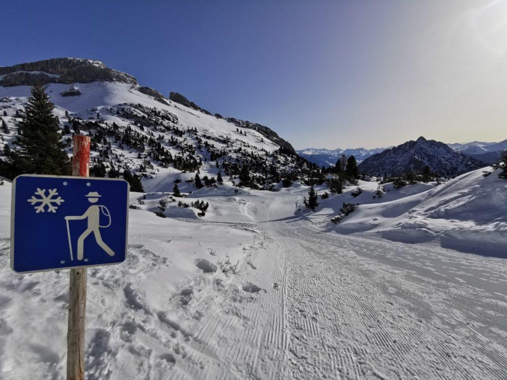 Rofan winterwandern - auf einem extra gespurten Weg im Schnee