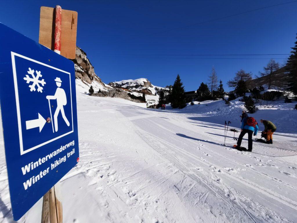 Winterwandern Rofan: Unterhalb der Erfurter Hütte geht´s rechts entlang am Rand der Piste