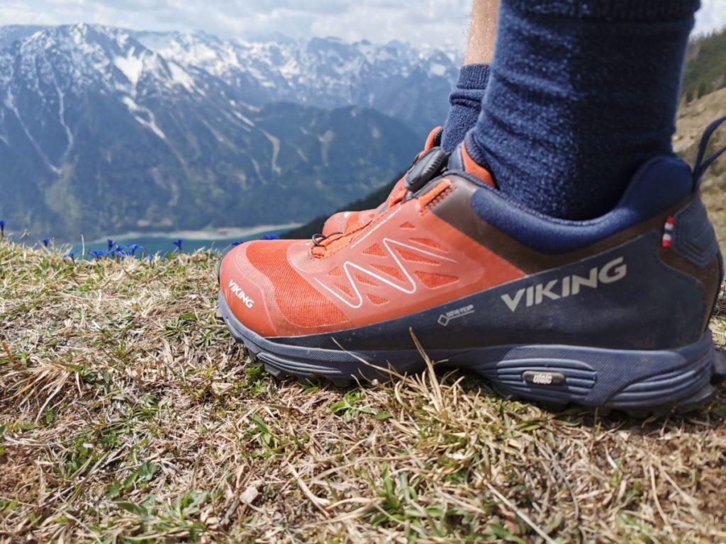 Wir waren mit Viking Wanderschuhen unterwegs - halbhohe Schuhe reichen uns aus, Wanderstiefel wären übertrieben, Turnschuhe fehl am Platz!