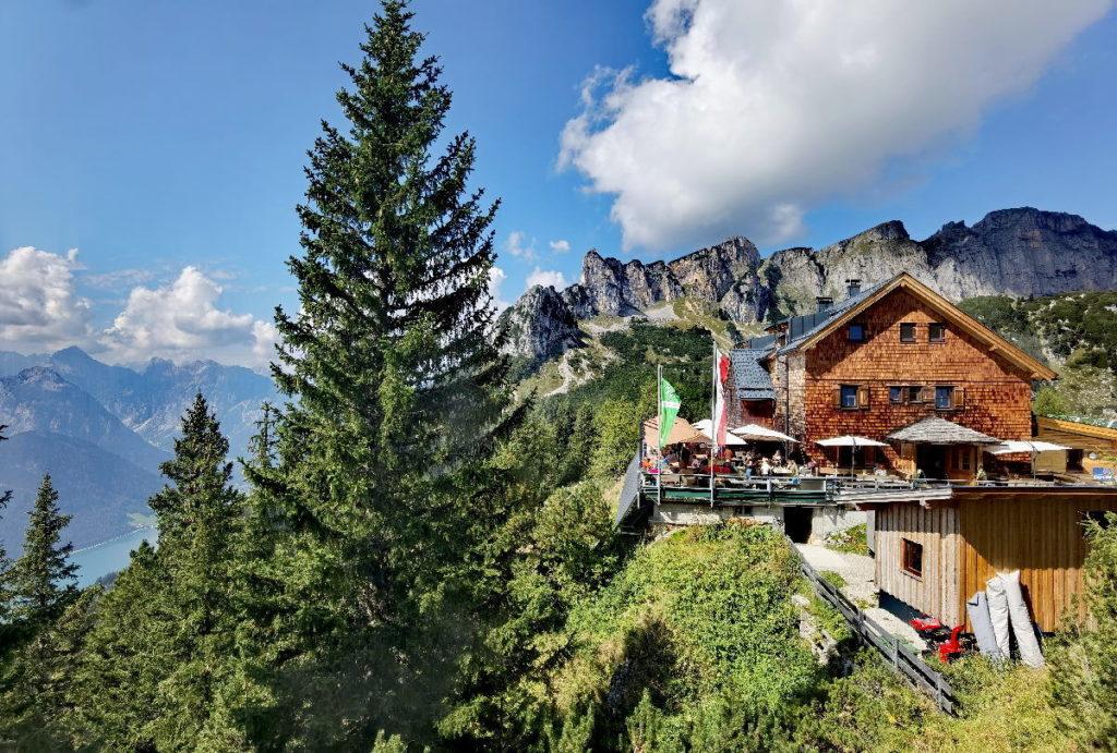 Nach der Wanderung: Einkehr auf der Erfurter Hütte