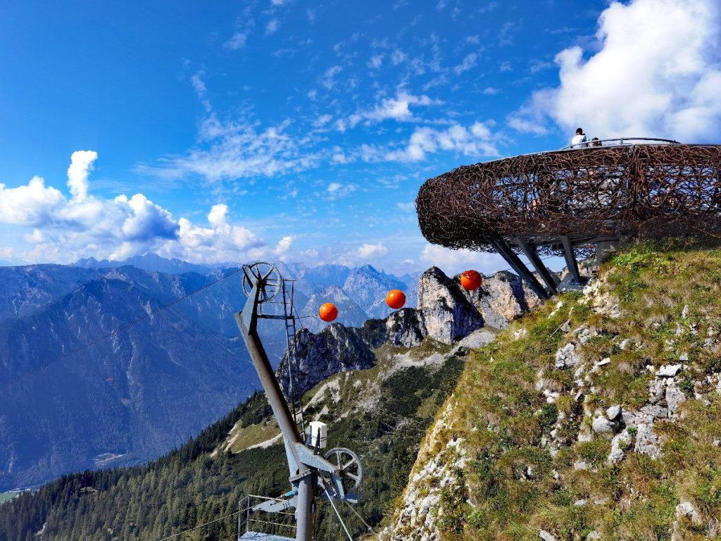 Das ist die Aussichtsplattform Adlerhorst auf dem Gschöllkopf