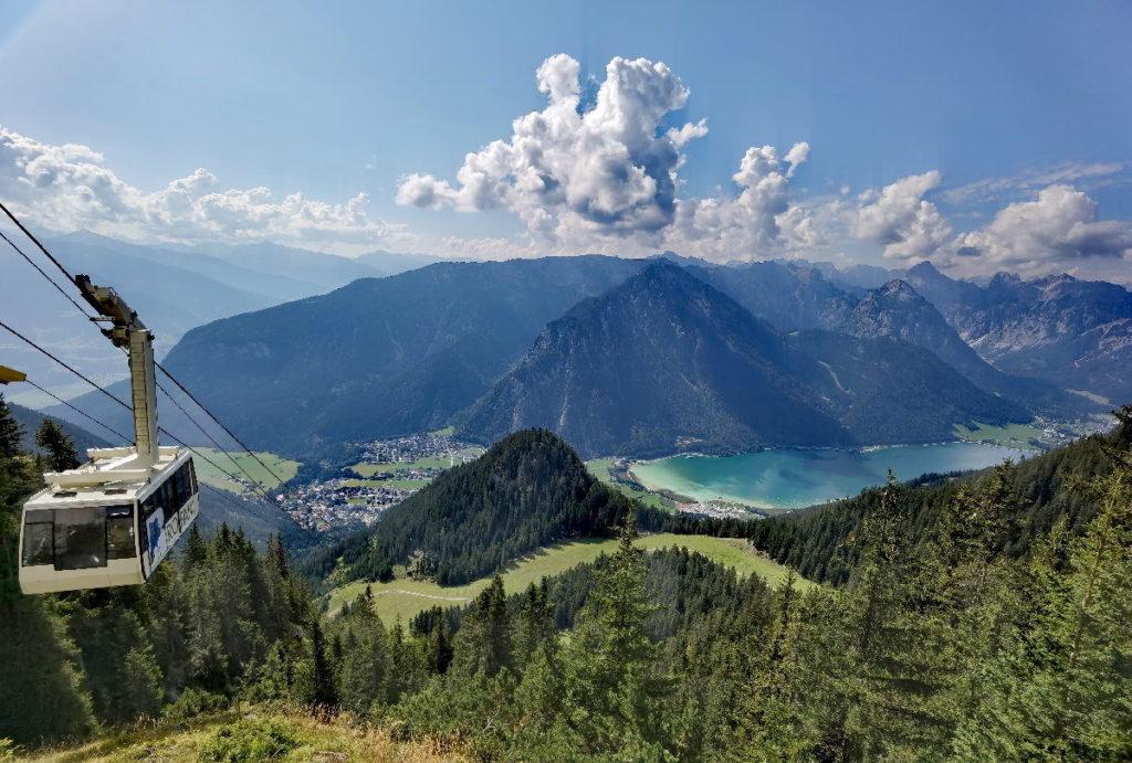 """Leichte """"Anreise"""" zum Start der Wanderung: Mit der Rofanseilbahn ab Maurach am Achensee"""