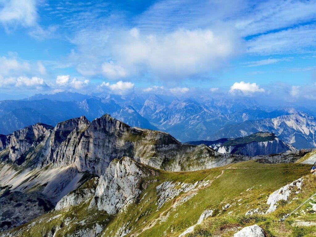 Typische Berglandschaft in den Brandenberger Alpen - mit Blick zum Karwendel