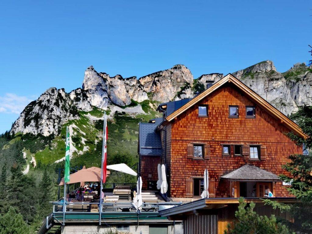 Erfurter Hütte im Rofan mit den Spitzen des Dalfazer Kamms